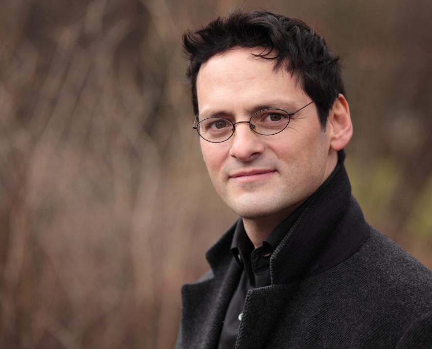 Pianist Tobias Forster, Porträt Pressefoto Querformat