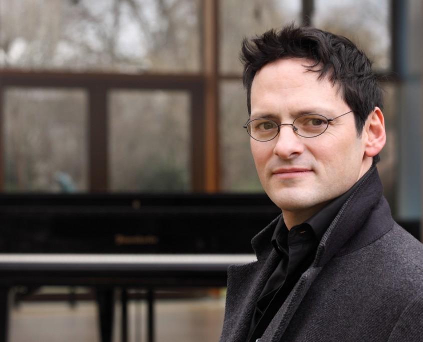 Pianist Tobias Forster Porträt, Pressefoto Querformat